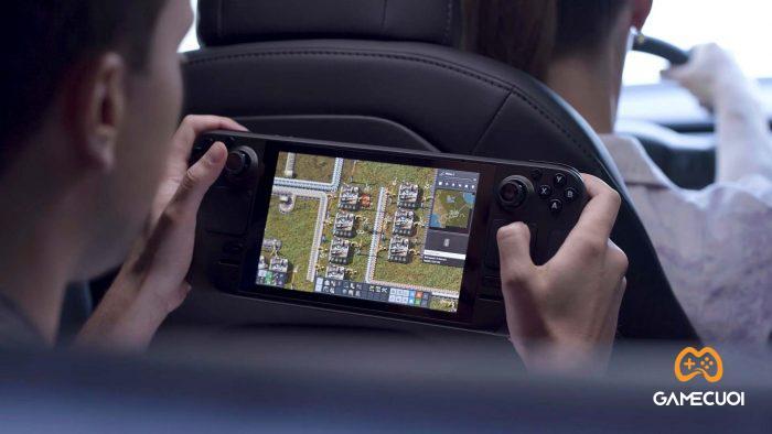 Valve cũng sẵn sàng chia sẻ rằng họ trang bị cho chiếc máy một viên pin 40Wh. Giúp thời lượng chơi game có thể duy trì từ 2 đến 8 tiếng tùy vào game.
